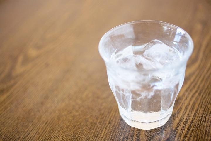 グラス一杯の水