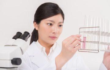 化学の女性アイキャッチ