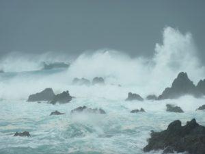 アイキャッチ_荒れる海